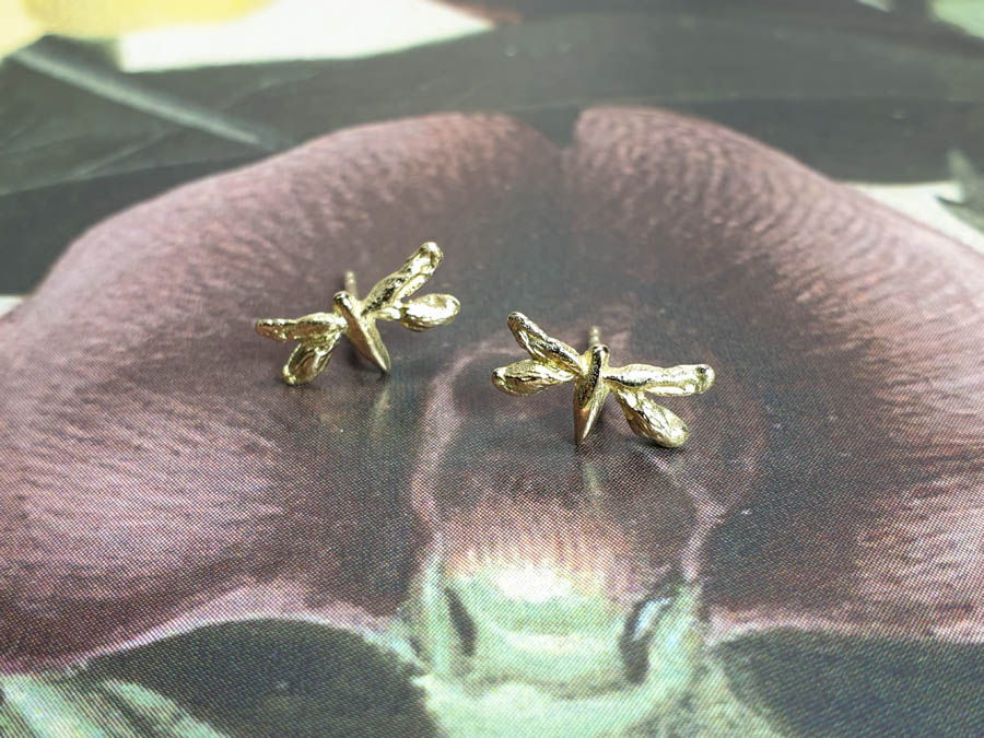 Geelgouden oorsieraden Insecten, libelle. Yellow gold ear stud Insects Dragonfly. Oogst goudsmid Amsterdam