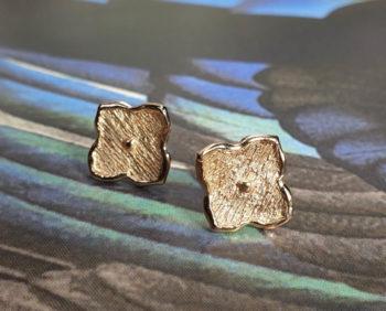 Roodgouden kamon oorsieraden uit de japonais collectie. Rose gold earrings Japonais kamon . Oogst goudsmid Amsterdam