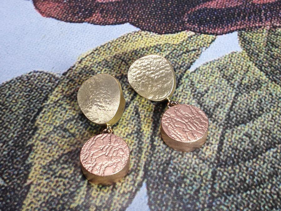 Roodgouden met geelgouden oorsieraden. Rotstuin Japonais Zen Rock Garden Japonais Rose gold and yellow gold earrings Oogst goudsmeden Amsterdam