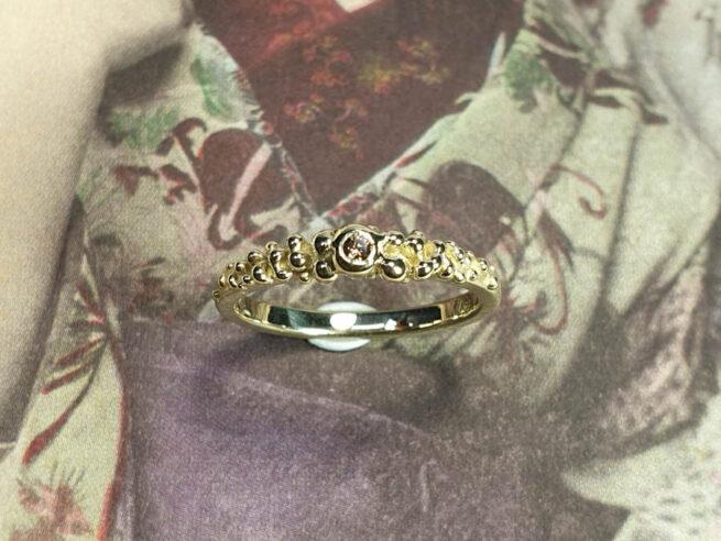 Besjes ring van eigen goud vervaardigd. Ring Berries made from heirloom gold. Oogst goudsmid Amsterdam
