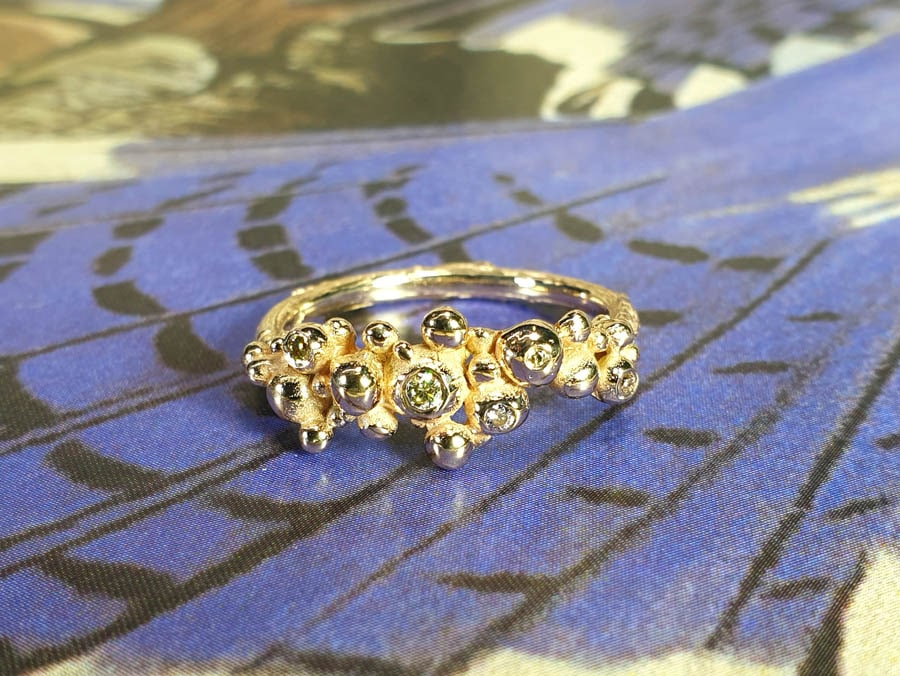 Roségouden ring Bessen met diamanten. Rosé gold ring Berries Oogst goudsmid Amsterdam.