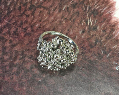 Ring Bessen witgoud. Ring berries white gold. Oogst goudsmid Amsterdam