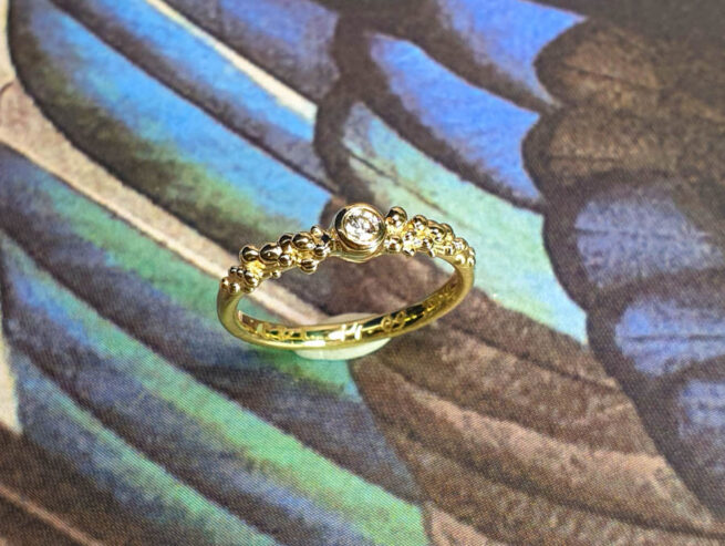Geelgouden ring Bessen met diamant. Yellow gold ring Berries with a diamond. Oogst goudsmid Amsterdam