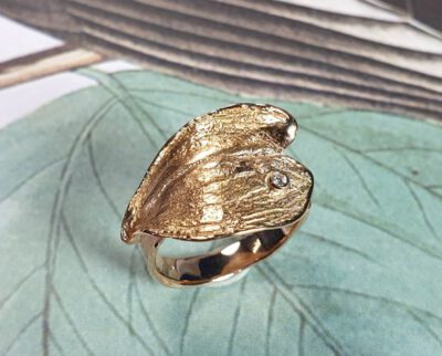 Roségouden ring Blad met diamant. Rosé gold ring Leaf with a diamond.. Oogst goudsmid Amsterdam