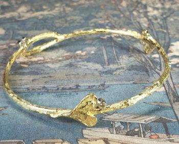 """Armband 'Boomgaard' van eigen """"oud goud"""" en diamanten gemaakt. Bijzondere rinkelband. Maatwerk ontwerp uit het Oogst goudsmid atelier Amsterdam.. Bracelet made from heirloom gold and diamonds."""