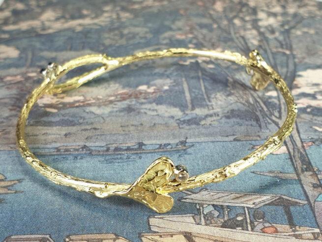 Armband 'Boomgaard' van eigen oud goud en diamanten gemaakt. Bijzondere rinkelband. Bracelet made from heirloom gold and diamonds. Uit het Oogst atelier Amsterdam.