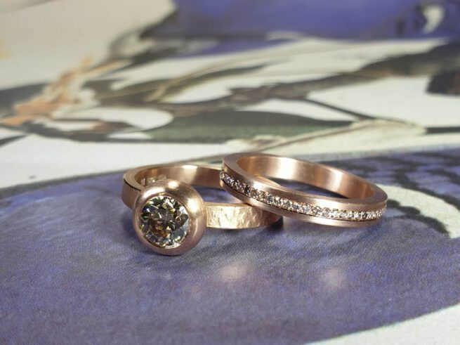 Rose gold Eternity ring with diamonds and Boletus ring with a 0,90 ct diamond. Ring stack. Oogst Amsterdam