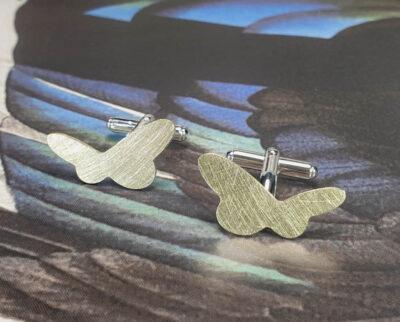 Manchetknopen 'Vlinders'. Geelgouden vlinders. Maatwerk cadeau uit het Oogst atelier Amsterdam. Yellow gold cufflinks custom made by Oogst goldsmith Amsterdam