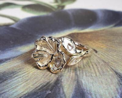 Ring Japonais bloesem roségoud met eigen diamant. Rose gold ring Japonais with a blossom and heirloom diamonds. Oogst goudsmid Amsterdam
