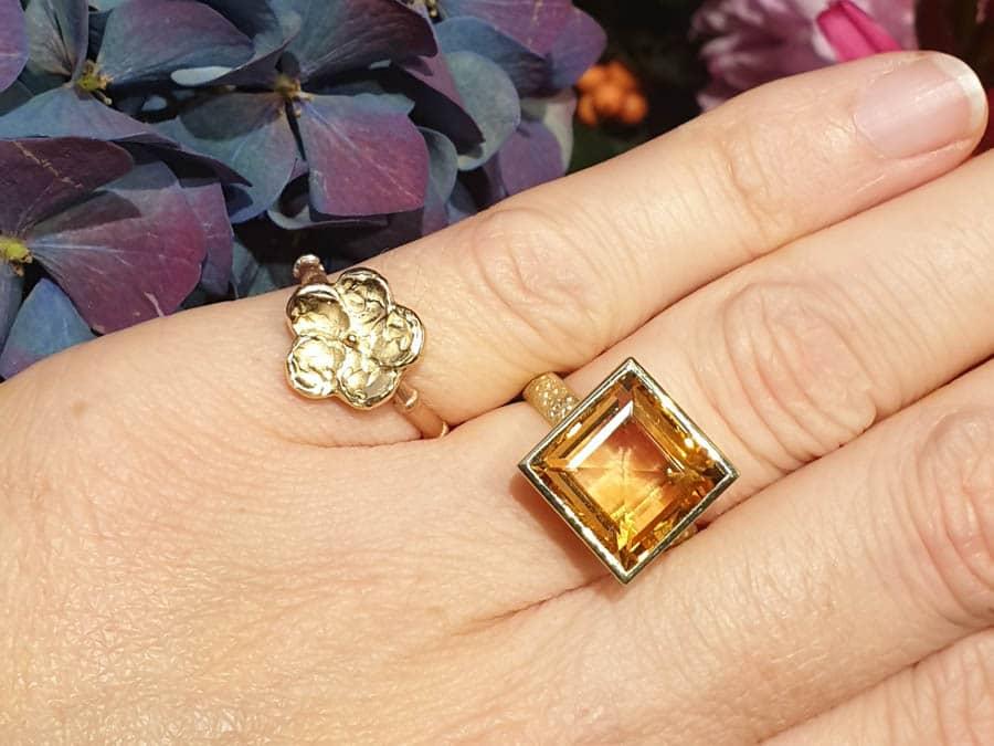 Ring Japonais bloesem en ring Carré. Oogst Amsterdam goudsmid