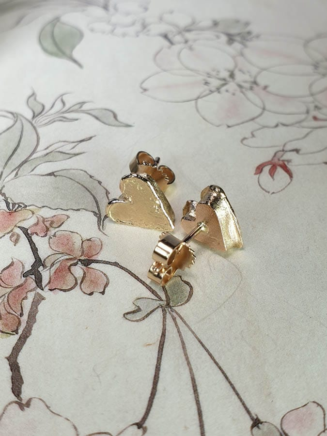 Oorsieraden hartjes. roségouden assieraad. Earrings Heart Rose gold remembrance jewel. Oogst goudsmid Amsterdam Gedenksieraad edelsmid