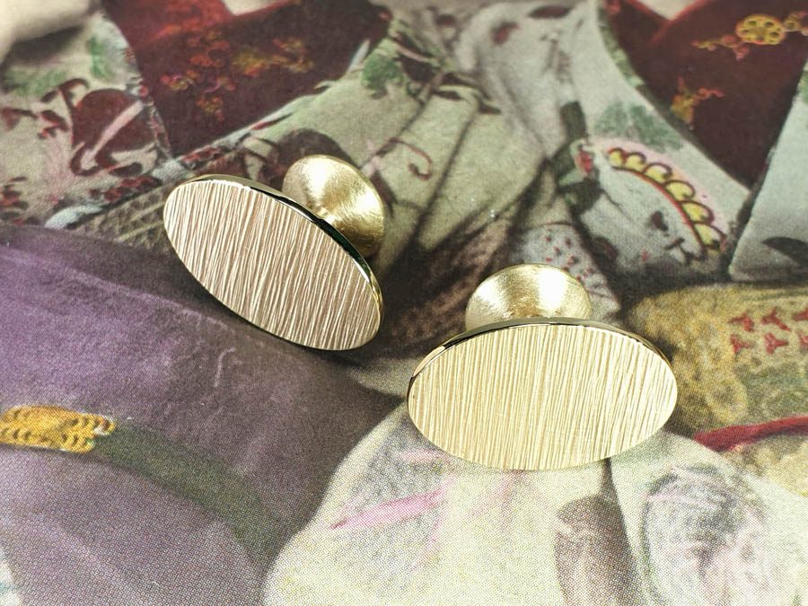 Ritme Manchetknopen eigen goud. Cufflinks heirloom gold Rhythm with hammered texture. Oogst goudsmid Amsterdam