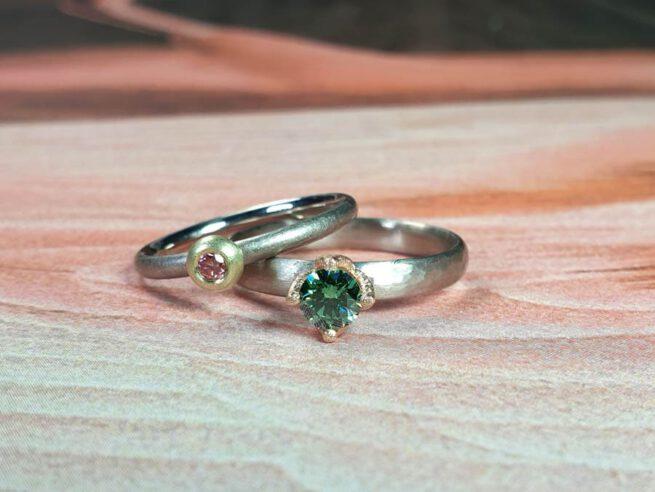 White gold ring Rhythm with fancy green diamond. White gold ring with fancy pink diamond. Oogst Amsterdam goldsmith
