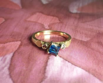Roségouden ring Ton sur ton met topaas en spinel. Rose gold ring with blue topaz and pink spinel. Ton sur ton. Oogst goudsmid Amsterdam
