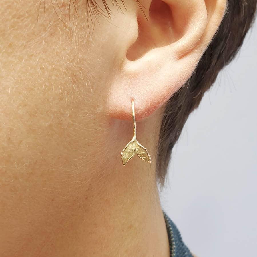 Oorsieraden geelgouden blaadjes. Yellow gold Leafs earrings. Oogst goudsmid Amsterdam