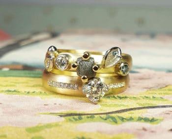 Aanschuifringen Verzameling en Eenvoud. Gedenksieraad met diamanten. Remembrance jewel with diamonds. Oogst goudsmid Amsterdam