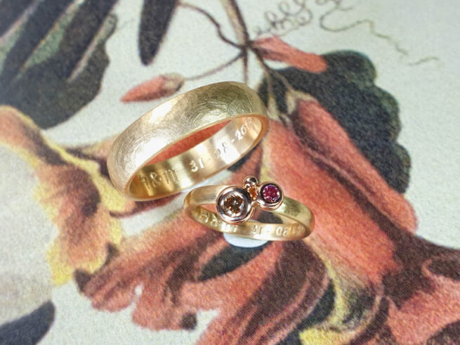 Wedding rings Rhythm and Boletus. Yellow gold hammered rings with pink diamonds.  Oogst goldsmith Amsterdam.