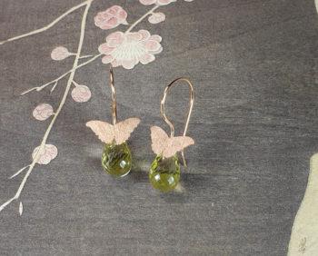 Roodgouden oorsieraden vlinders lemonquartz. Rose gold earrings Butterflies. Oogst edelsmid Amsterdam