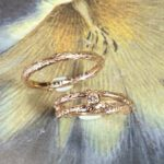 Roodgouden trouwringen Boomgaard. Rose gold wedding rings Orchard. Design by Oogst. Goudsmid Amsterdam.