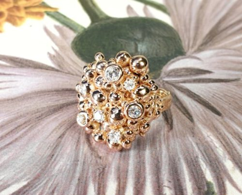 Roodgouden Bessen ring met antieke diamanten. Rose gold Berries ring with antique diamonds. Design by Oogst Amsterdam. Edelsmid. Goudsmid.