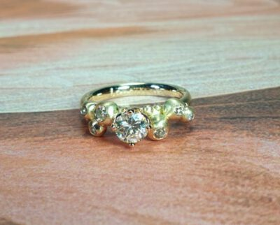 Bessen ring van eigen oud goud en eigen diamanten gemaakt. Ring Berries made with heirloom gold and diamonds. design by Oogst Amsterdam.