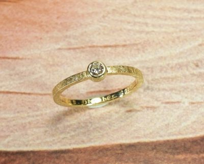 Verlovingsring geelgoud met 0,10 ct diamant. Engagement ring yellow gold with 0,10 ct diamond. Design by Oogst. Goudsmid Amsterdam