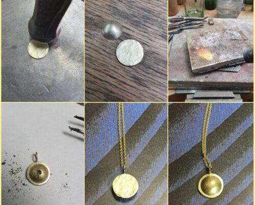 Maakproces Cirkel hanger met as. Geelgouden cirkel met hamerslag. Commerative jewel. Yellow gold Circle pendant with hammering. Oogst Amsterdam
