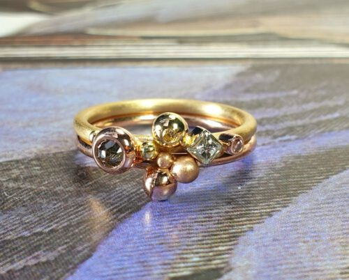 Geelgouden ring Verzameling met briljant, princess en roos geslepen diamanten. Yellow gold ring with brilliant, princess and rose cut diamonds. Oogst goudsmid Amsterdam. Independent jewellery designer Amsterdam