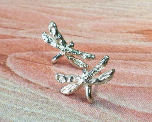 Zilveren libelle oorstekers. Silver Dragonfly earstuds. Oogst goudsmid Amsterdam Independent jewellery designer