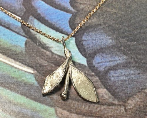 White gold 'Leaves' pendant. Oogst goldsmith Amsterdam. Independent jewellery designer.