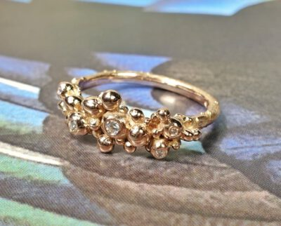 Roodgouden Besjes ring met diamanten. Rose gold Berries ring with diamonds. Oogst goudsmid Amsterdam. Independent jewellery designer Amsterdam.