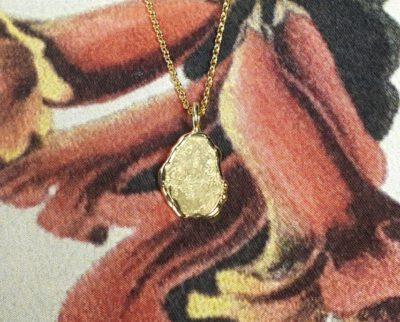 Geelgouden hanger 'Erosie'. Yellow gold pendant 'Erosion'. Oogst goudsmid Amsterdam