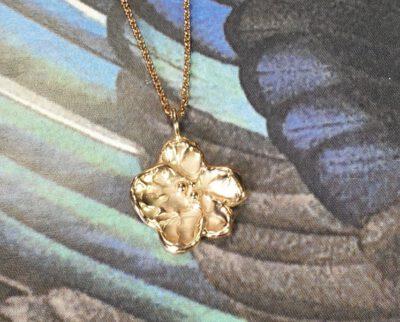 Roodgouden hanger 'Bloesem'. Rose gold pendant 'Blossom'. Oogst Amsterdam goudsmid