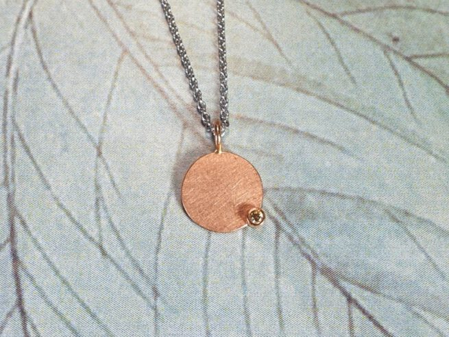 Rose gold pendant 'Circle' with a diamond. Goldsmith Oogst Amsterdam design & creation
