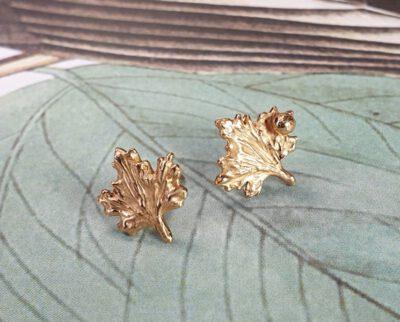 Roodgouden 'Blaadjes' oorstekers uit de Hortus serie. Rose gold 'Leafs' ear studs. Oogst ontwerp & creatie
