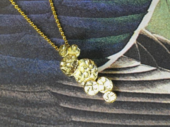Geelgouden 'Cirkels' hanger. Yellow gold 'Circles' pendant. Oogst goudsmid Amsterdam