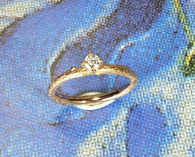 Roodgouden ring 'Boomgaard' met 0,16 crt diamant. Rose gold ring 'Orchard' with 0,16 ct diamond. Oogst Amsterdam.