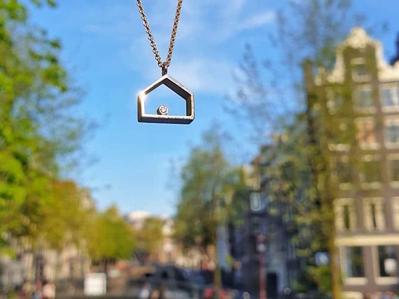 Hanger Huisje witgoud met diamant. Pendant House white gold with diamond. Oogst ontwerp & creatie