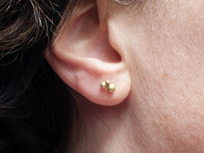 Geelgouden bessen oorsieraden Yellow gold Berries earrings. Oogst goudsmid Amsterdam