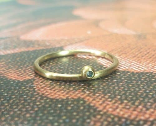 Roségouden 'Besjes' ring met blauwe diamant. Oogst goudsmeden Amsterdam