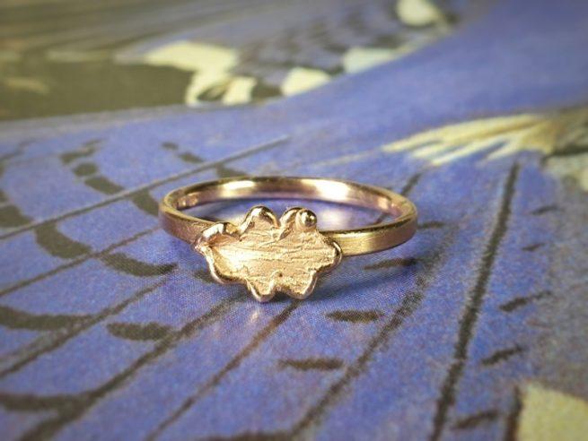Roodgouden 'Eik' ring. Oogst sieraden, edelsmid Amsterdam