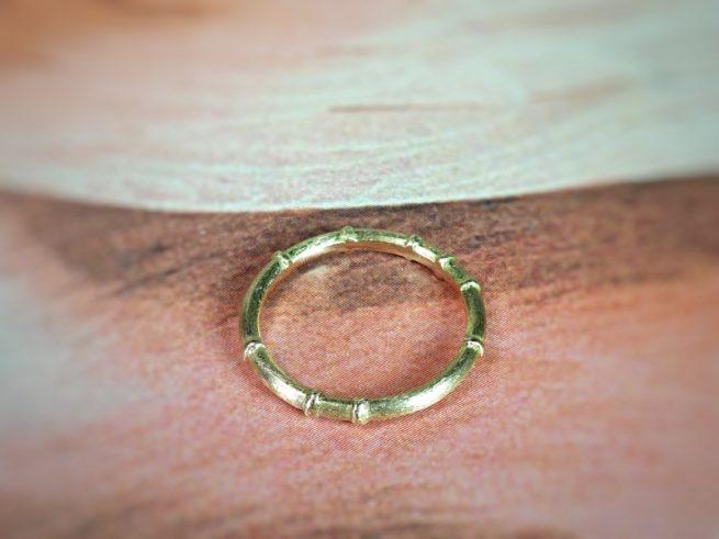 Geelgouden 'Bamboe' ring. Oogst goudsmid.