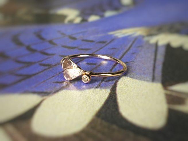Roodgouden 'Besje' ring met blaadjes en bruine diamant. Oogst goudsmid