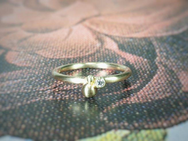 Geelgouden 'Bessen' ring met diamant.