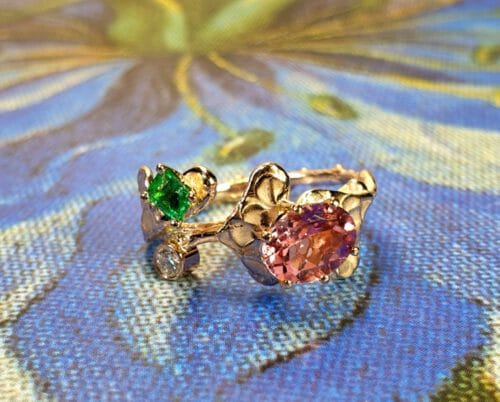 Roodgouden Blaadjes ring smaragd diamant toermalijn. Rose gold ring Leafs with emerald, diamond and tourmaline. Oogst goudsmid Amsterdam