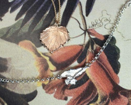Roodgouden hanger Linde blad en zilveren babyarmband Linde bloesem. rose gold pendant Leaf and silver baby bracelet blossom. Oogst goudsmid Amsterdam.