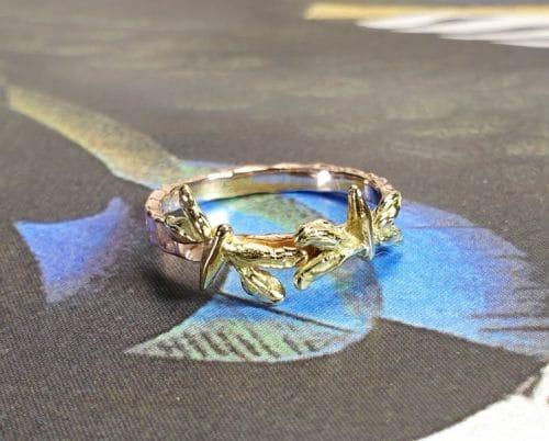 Gouden ring 'Insecten' met libelle, roodgoud en geelgoud