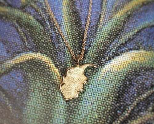 Rosé gold Oak pendant. Oogst goldsmith Amsterdam