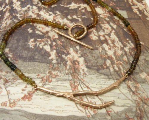 Roodgouden 'Boomgaard' collier met toermalijn in herfsttinten. Oogst goudsmeden Amsterdam