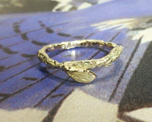Geelgouden 'Boomgaard' ring. Geboortesieraad. Oogst goudsmid in Amsterdam.
